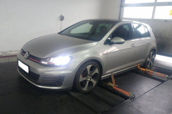 VW GOLF 2,0 FSI GTI 220KM 2015r.